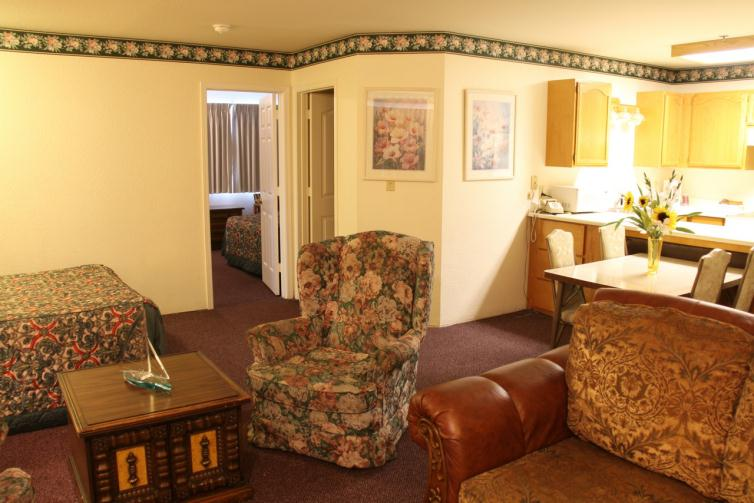 Triple Queen Family Suite
